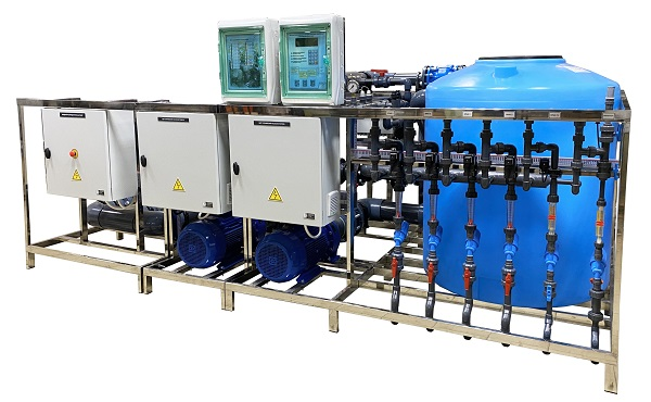 Fertigation & irrigation unit. Productivity up to 90 m3 / h, with control and drainage supply.